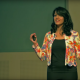 Foto van sprekende Malavika VaradanTED talk 7 Ways to Make a Conversation With Anyone